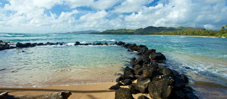 Lva rock Sheltered Swimming Area for Keiki - Children at Papaloa Beach