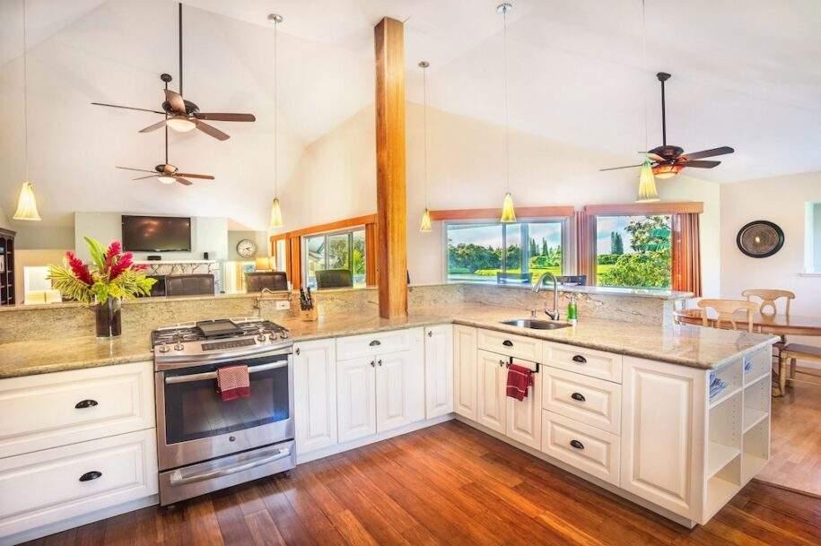 11 kitchen-oven-towards-living