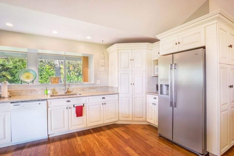 12 kitchen-fridge-and-sink