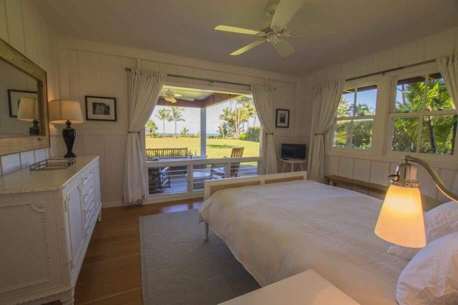 13 Faye bedroom1_queen-sunny