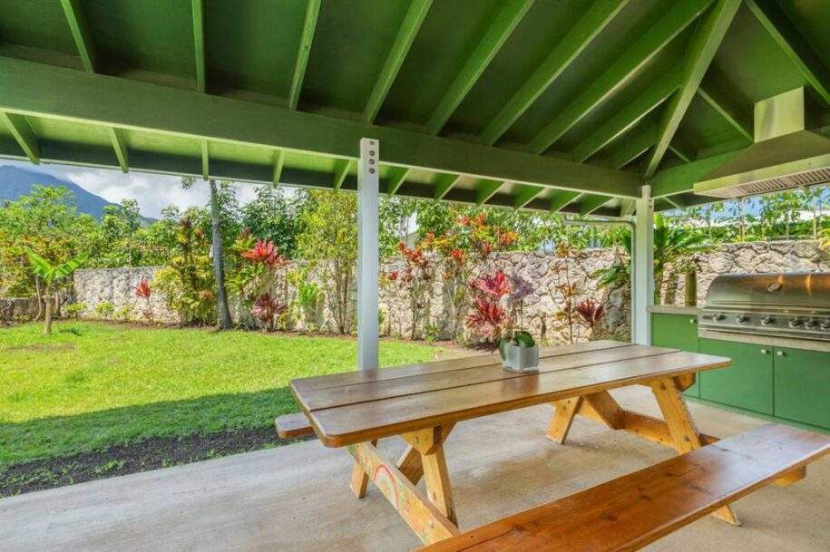 15 outdoor picnic bunch under lanai