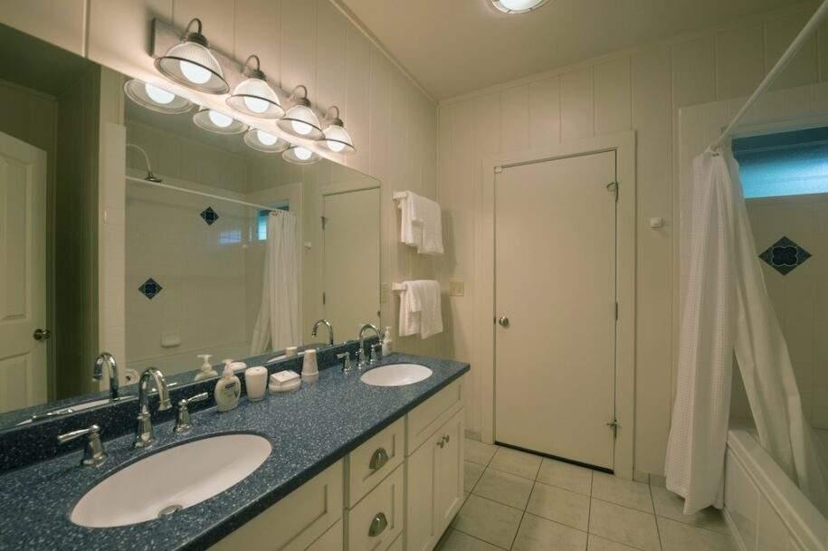15 paniolobathroom7954ret_dm