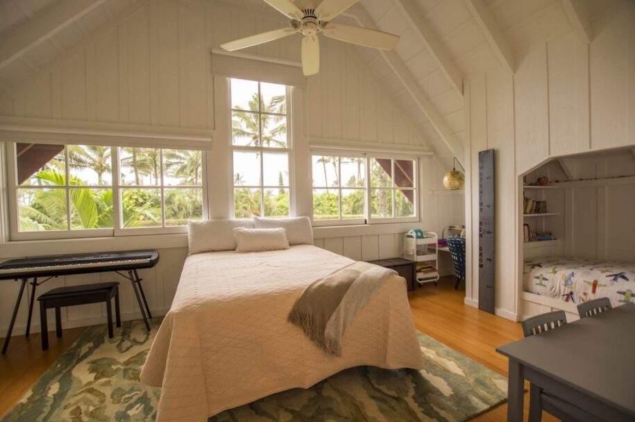 18 Faye bedroom3_queen_twinupstairs