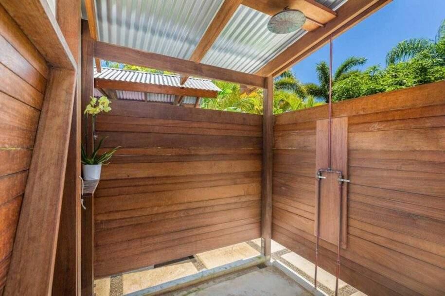 18 outdoor-shower