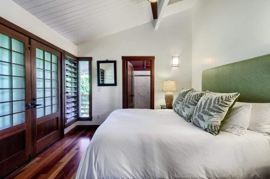18 upstairs bedroom