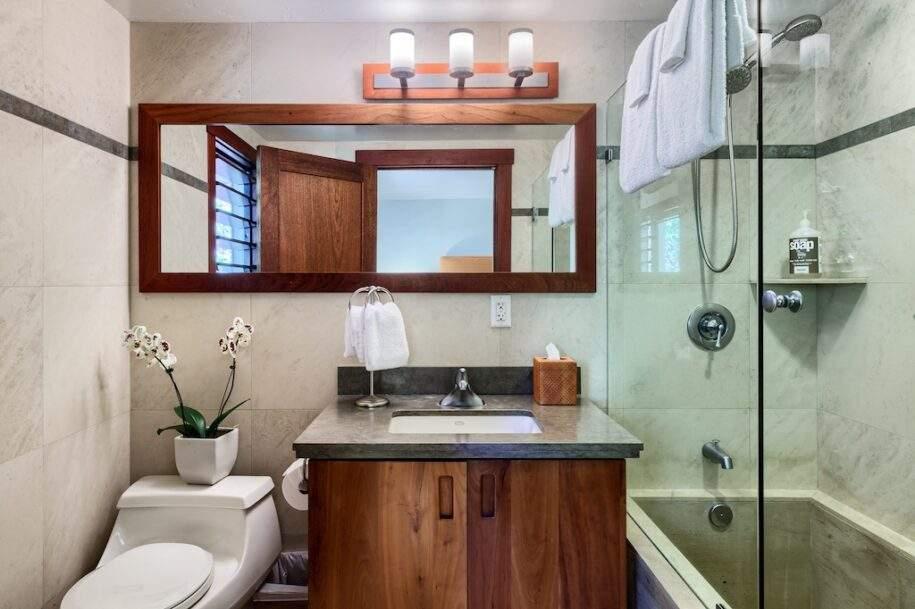 20 upstairs bedroom bath suite