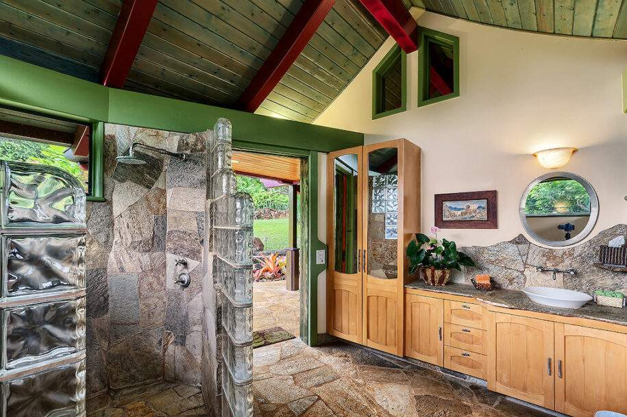 25 outdoor shower interior