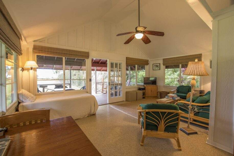 41 Faye guest-house-living