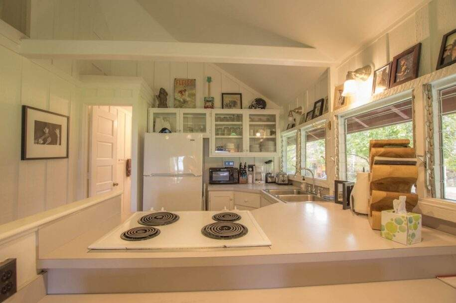 42 Faye guest-house-kitchen