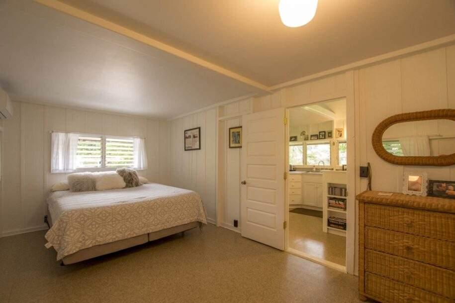 45 Faye guest-house-bedroom-2